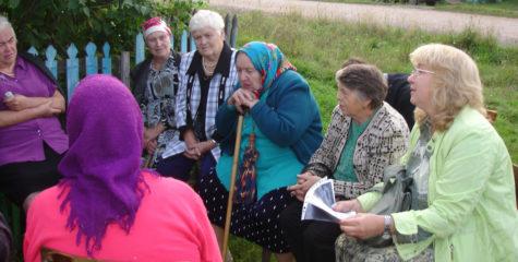 Беседа этнографа, д.и.н. Е.Ф. Фурсовой с жителями д. Шало Красноярского края, 2011 г.